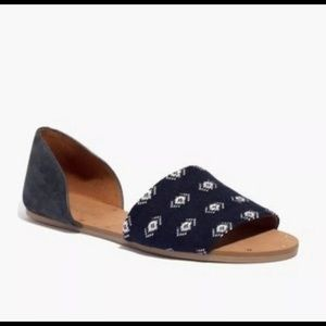 Madewell-Thea-Sandal-in-navy-diamond-stitch
